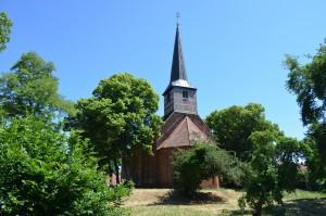 Die Stadtkirche im Sommer 2015 bvei strahlend blauem Himmel.