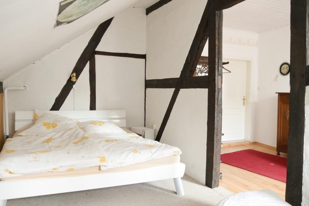 Bett im Jugenzimmer